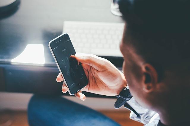 Akių priežiūros patarimai išmaniųjų telefonų naudotojams