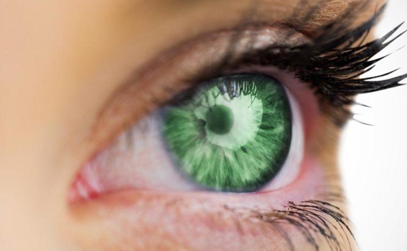 Rečiausios spalvos akys – žalios ir violetinės